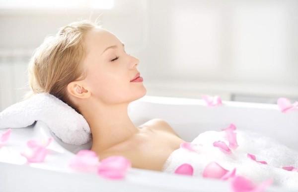 tác dụng của nước hoa hồng giúp thư giãn