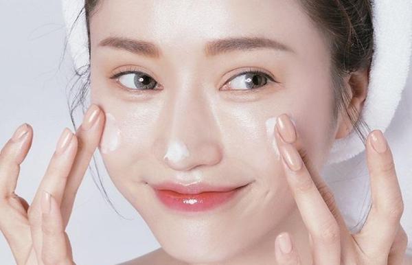 chăm sóc da đúng cách bằng kem dưỡng ẩm