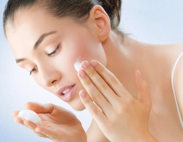kem dưỡng ẩm dành cho da dầu mụn