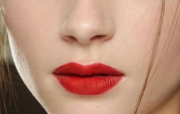 son môi lâu trôi chứa nhiều chì