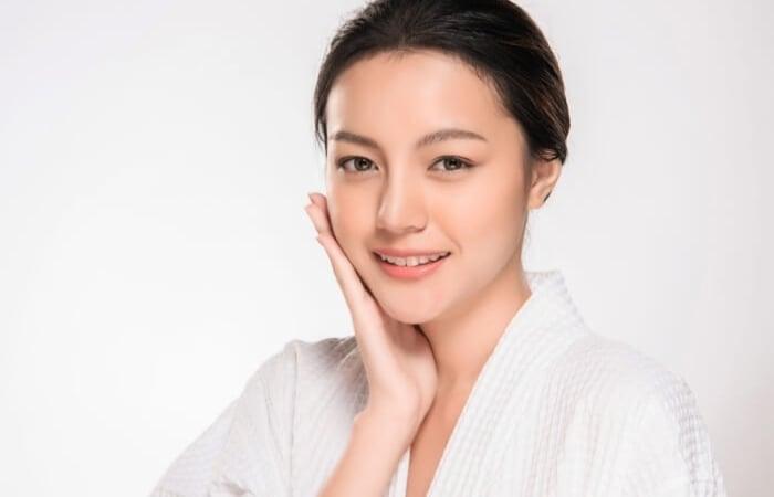 Chị em phụ nữ từ tuổi 25 trở đi nên uống viên vitamin E để dưỡng da trẻ đẹp