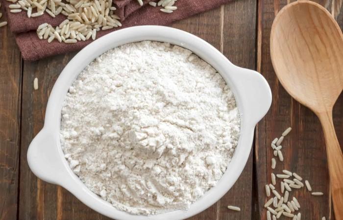 Massage mặt bằng tinh bột gạo để làm giảm các dấu hiệu lão hóa