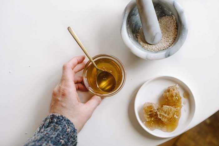 Mặt nạ bột yến mạch và mật ong dưỡng da sáng từng ngày