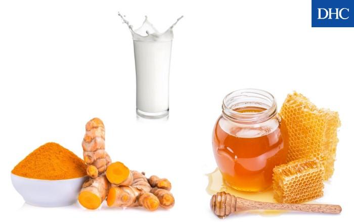 Mặt nạ mật ong, bột nghệ và sữa tươi dưỡng da trắng mịn, săn chắc