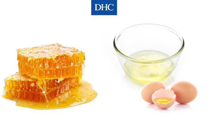 Mặt nạ mật ong và lòng trắng trứng gà làm sạch dầu thừa, bã nhờn