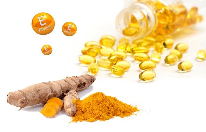 Mặt nạ vitamin E và bột nghệ giúp làm sạch lỗ chân lông