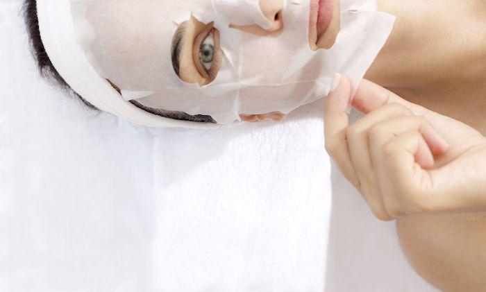 Đắp mặt nạ giấy xong có cần rửa lại không còn phụ thuộc vào loại da, tình trạng da và loại mặt nạ bạn đang sử dụng