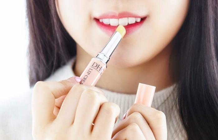 Nên thoa son dưỡng sau khi tẩy da chết để đôi môi được chăm sóc tốt nhất