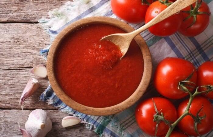 Mặt nạ cà chua cân bằng sắc tố da và thu nhỏ lỗ chân lông giúp da sáng mịn