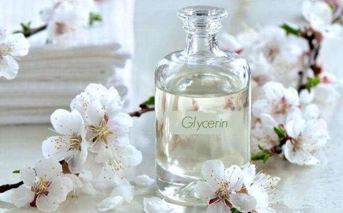 Trị thâm môi bằng mật ong và glycerin còn giúp tăng cường độ ẩm cho môi