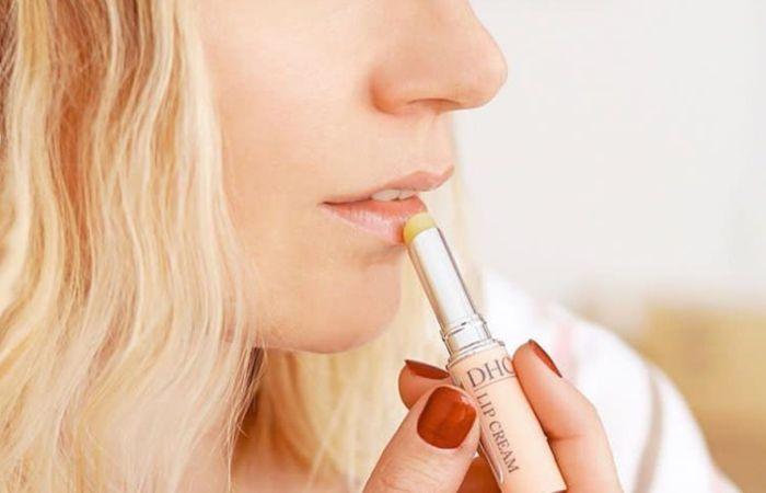Son dưỡng môi DHC Lip Cream có thể khắc phục môi khô nứt nẻ hiệu quả