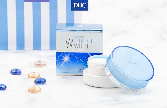 Phấn phủ bột là một trong những sản phẩm trang điểm bán chạy của DHC tại Việt Nam