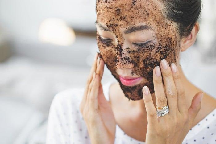 Tẩy da chết giúp da mặt ngày một sáng hồng, mịn màng