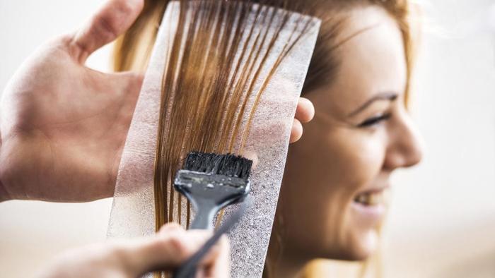 Thuốc uốn có thể giữ được nếp tóc cụp đuôi trong thời gian vài tháng