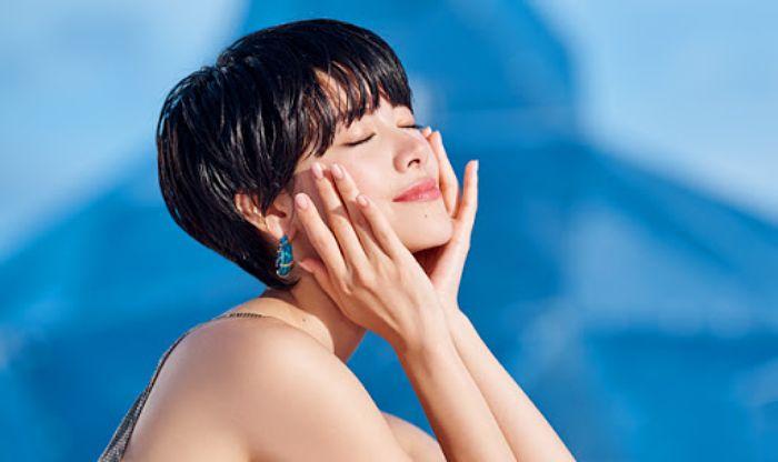 sử dụng kem chống nắng hàng ngày giúp bảo vệ da khỏi đen sạm và lão hoá