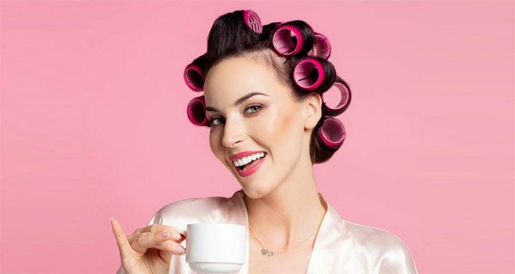 Sử dụng lô uốn là cách làm cụp đuôi tóc ngắn đơn giản và tiết kiệm nhất
