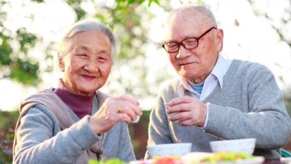 Viên uống bổ mắt giúp người già cải thiện thị lực, giảm nguy cơ mắc các bệnh về mắt