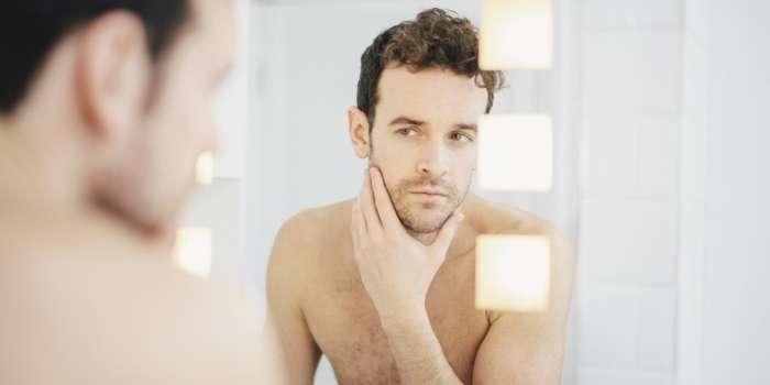 Để xác định loại da bằng mắt thường, đầu tiên, bạn cần làm sạch da với nước tẩy trang và sữa rửa mặt. Sau khoảng 2 giờ, hãy quan sát các đặc điểm của làn da