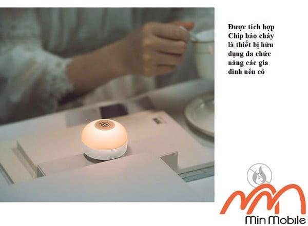 Đèn để bàn kiêm sạc điện thoại hiệu Usams