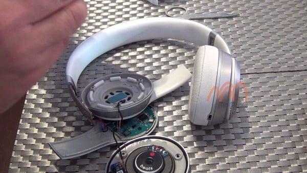 Thay pin tai nghe Beats Solo 3 chính hãng