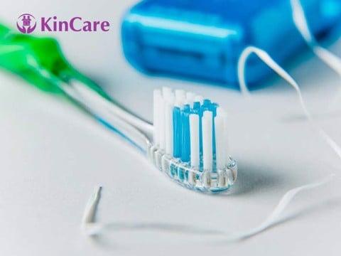 chỉ nha khoa hay bàn chải răng