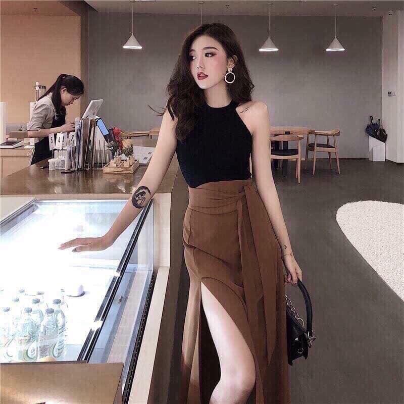 Áo yếm body với chân váy dài xẻ tà