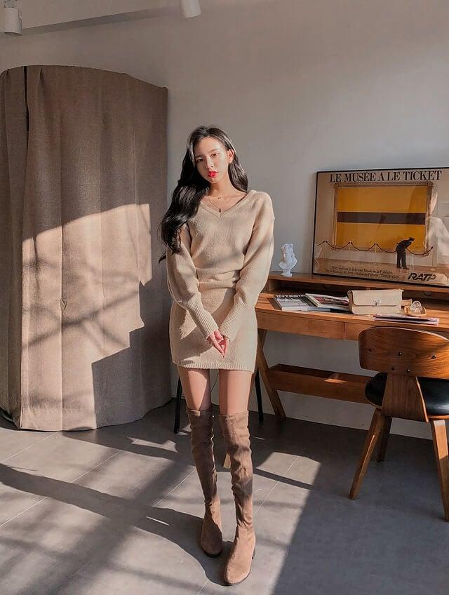 11. Cách phối đồ cho cô nàng 1m55 với các loại váy ôm body ngắn phối cùng giày cao cổ