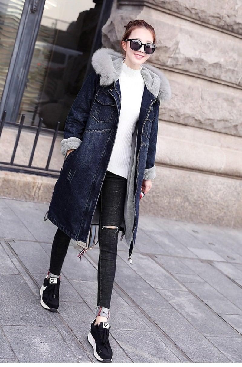 Quần jeans đen kết hợp với áo khoác jean