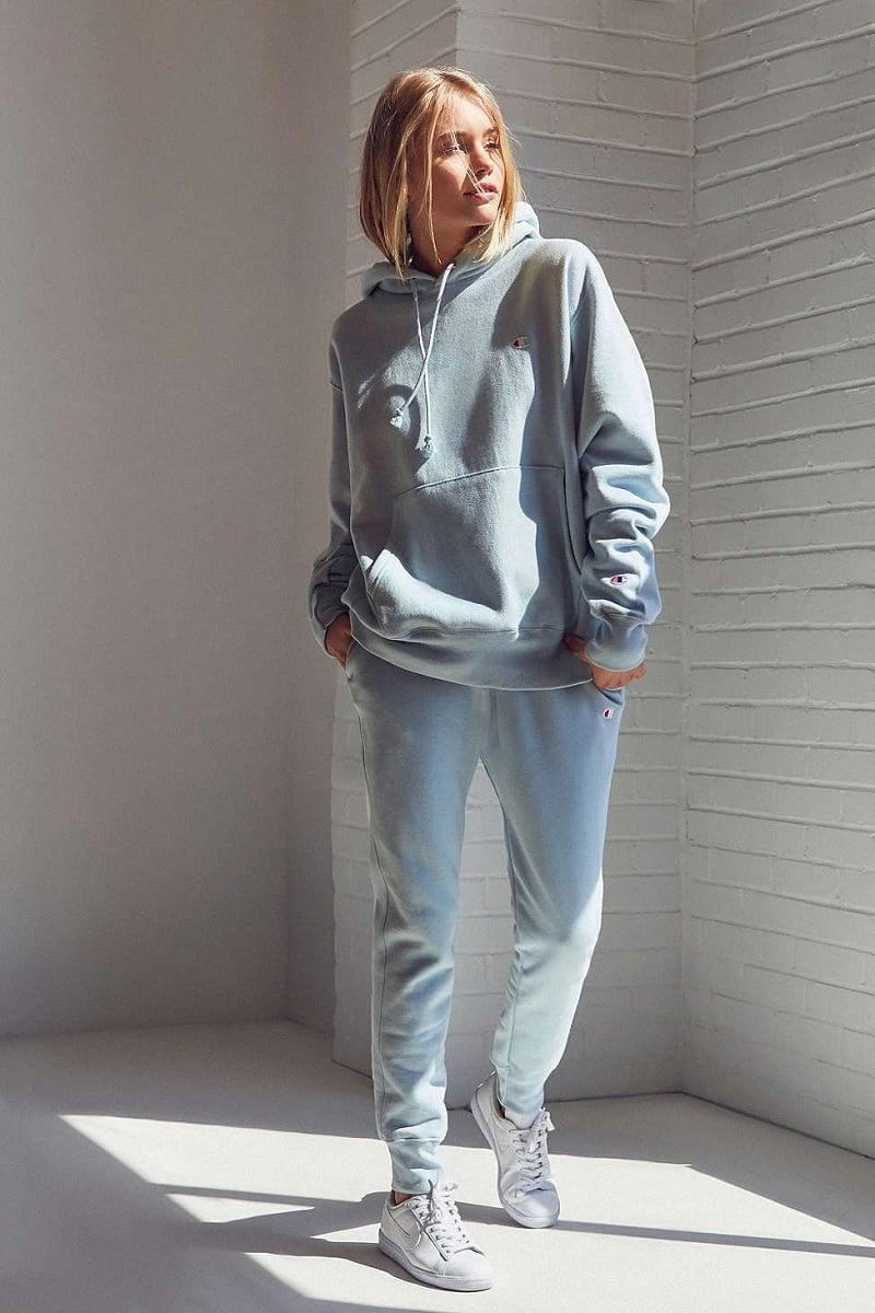 Quần jogger phối cùng với áo hoodie. Nguồn: Internet