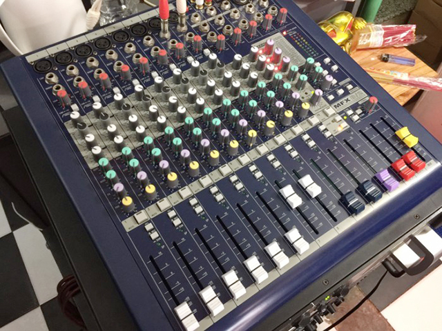 mixer-soundcraft-mfx-8-2-3