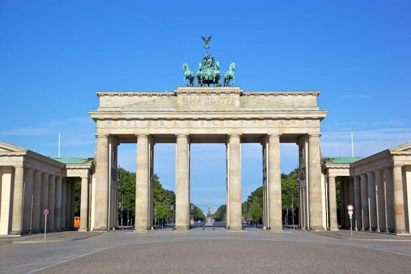 cổng Brandenburg được xem là biểu tượng cho sự thống nhất của Đông và Tây Berlin