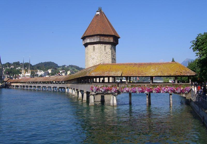 Cầu Chapel bắc qua sông Reus tại thành phố Lucerne