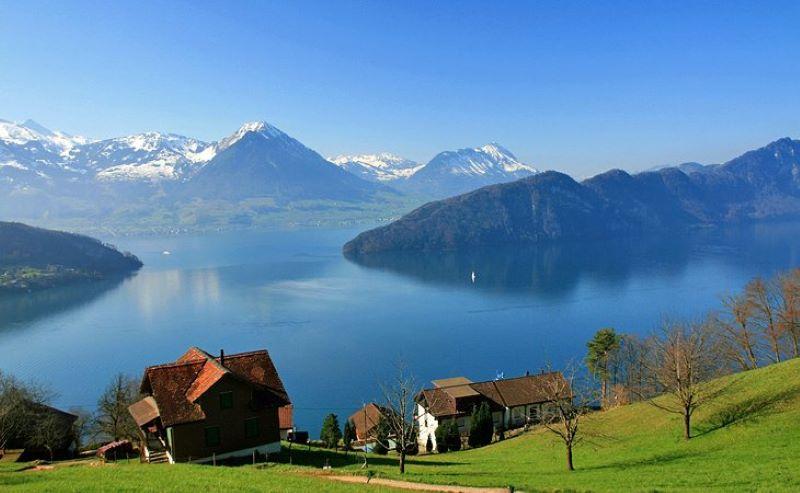 Hồ Geneve với vẻ đẹp cổ kính, hùng vĩ