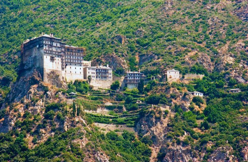 Núi Athos là một ngọn núi và một bán đảo nằm ở phía Bắc Hy Lạp