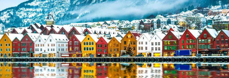 Những ngôi nhà nhiều màu sắc của Na Uy được bao phủ bởi tuyết