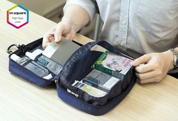 chiếc túi đựng đồ cá nhân du lịch chống nước là những thứ cần thiết khi đi du lịch dã ngoại biển