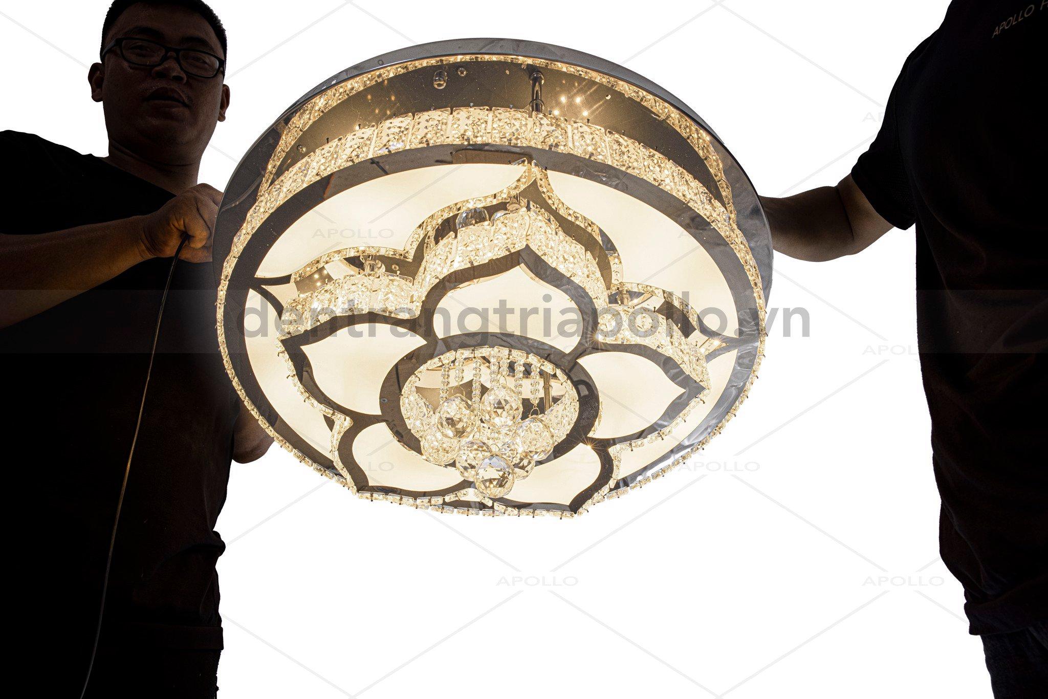 đèn ốp trần hoa sen pha lê