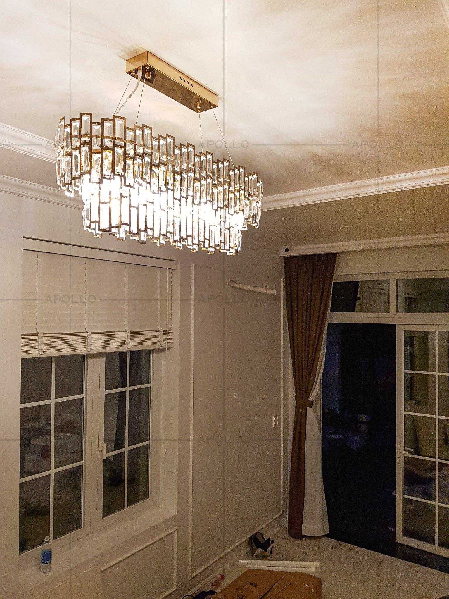 đèn chùm pha lê hiện đại trang trí bàn ăn