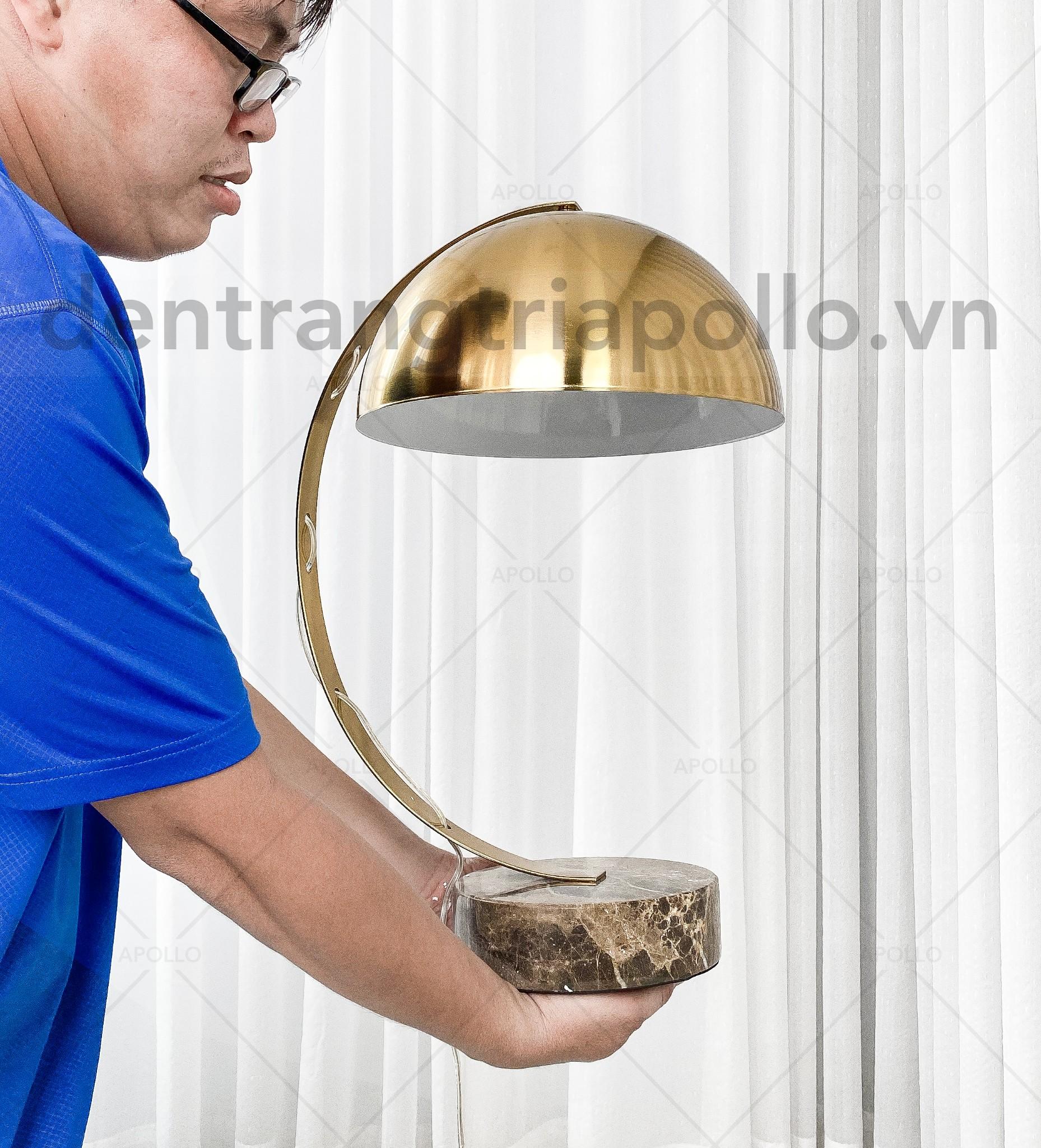 đèn bàn cao cấp xi mạ