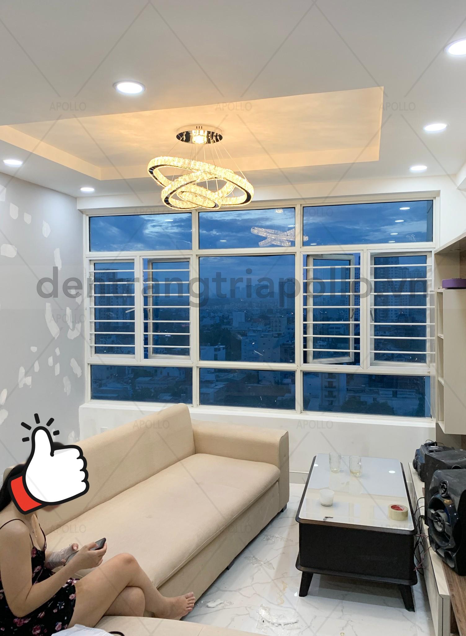đèn pha lê phòng khách căn hộ chung cư