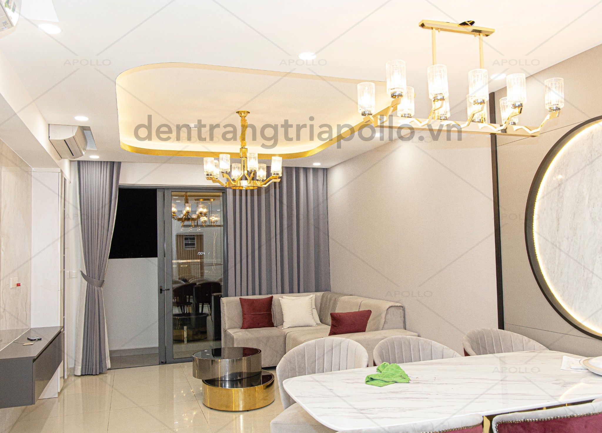 đèn chùm pha lê hiện đại trang trí phòng khách căn hộ chung cư
