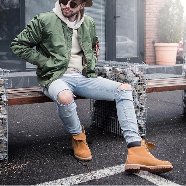 Cách phối đồ áo Hoodie nam với quần jeans
