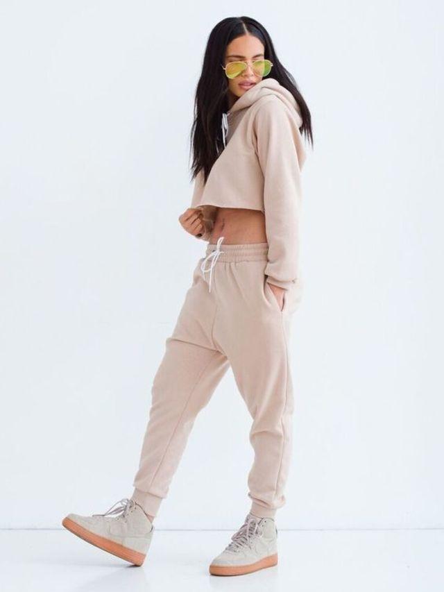 Cách phối đồ áo Hoodie nữ với quần jogger