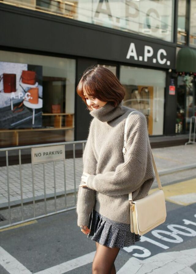 Phối áo len cổ lọ nữ