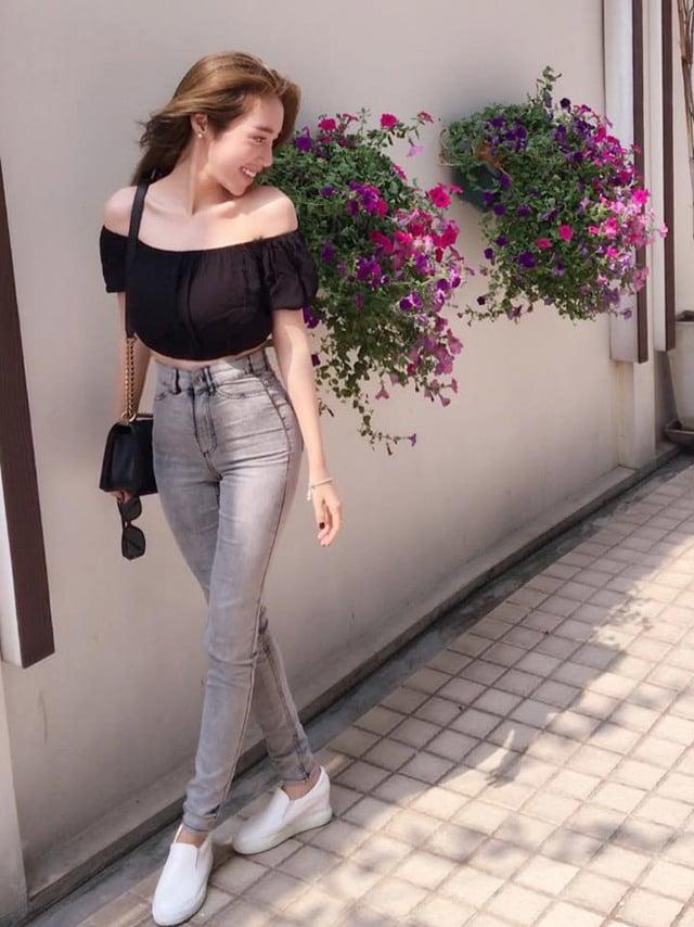 Quần jean lưng cao với áo lửng