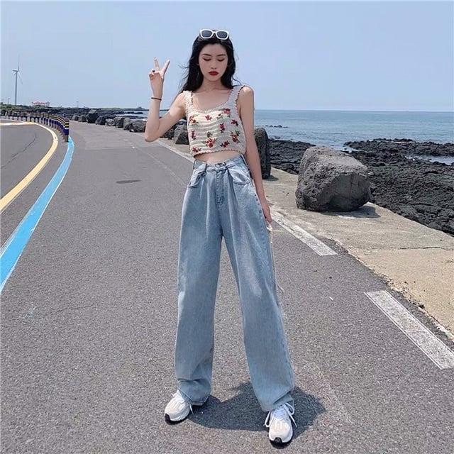 Phối quần jean ống rộng với áo croptop