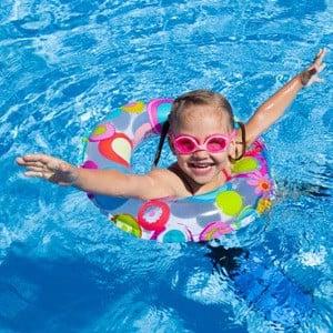 Những vật dụng cần thiết khi cho trẻ đi bơi