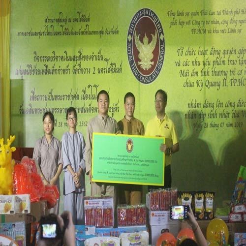 Foodbank Việt Nam, Công ty Cổ phần C.P.Việt Nam đồng hành cùng Lãnh sự quán Thái Lan tại TPHCM sẻ chia yêu thương đến hơn 200 em nhỏ có hoàn cảnh khó khăn tại chùa Kỳ Quang II