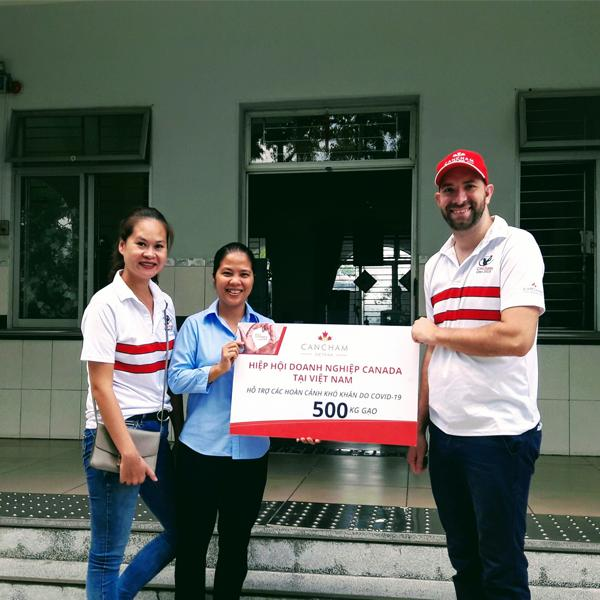 CanCham cùng Foodbank Việt Nam trao tặng hơn 1 tấn gạo cho các mái ấm