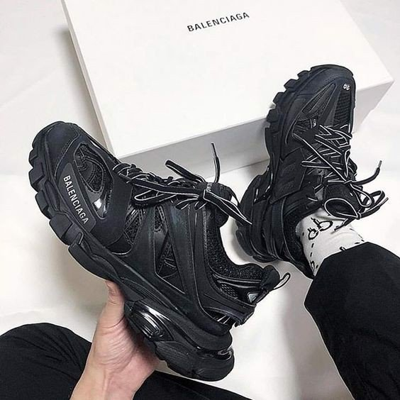 giày balenciaga track on feet